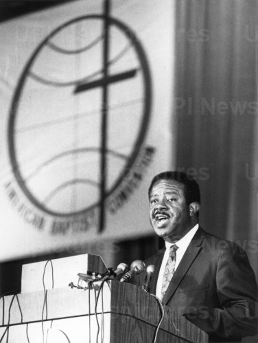 RALPH ALBERNATHY, LEADER OF SOUTHERN CHRISTIAN LEADERSHIP, SPEAKS AT SOUTHERN BAPTIST CONFERENCE