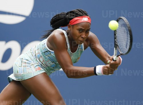 Coco Gauff hits a backhand at the US Open