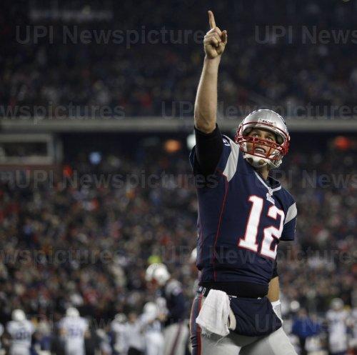 Patriots Brady score against Colts at Gillette Stadium in Foxboro, MA